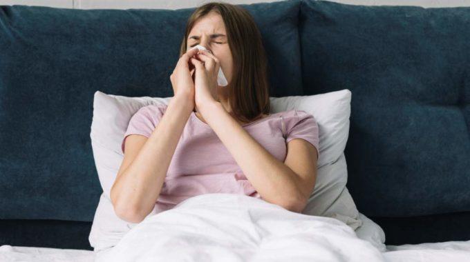 Femeie Bolnava De Gripa